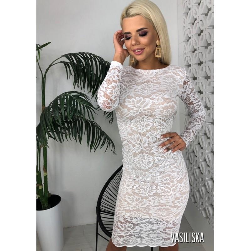 Белое платье из дорогого кружева