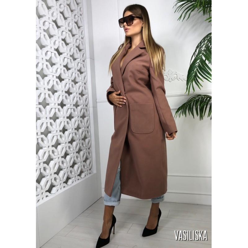 Пальто длинное прямое на двух пуговицах, с накладными карманами капучино