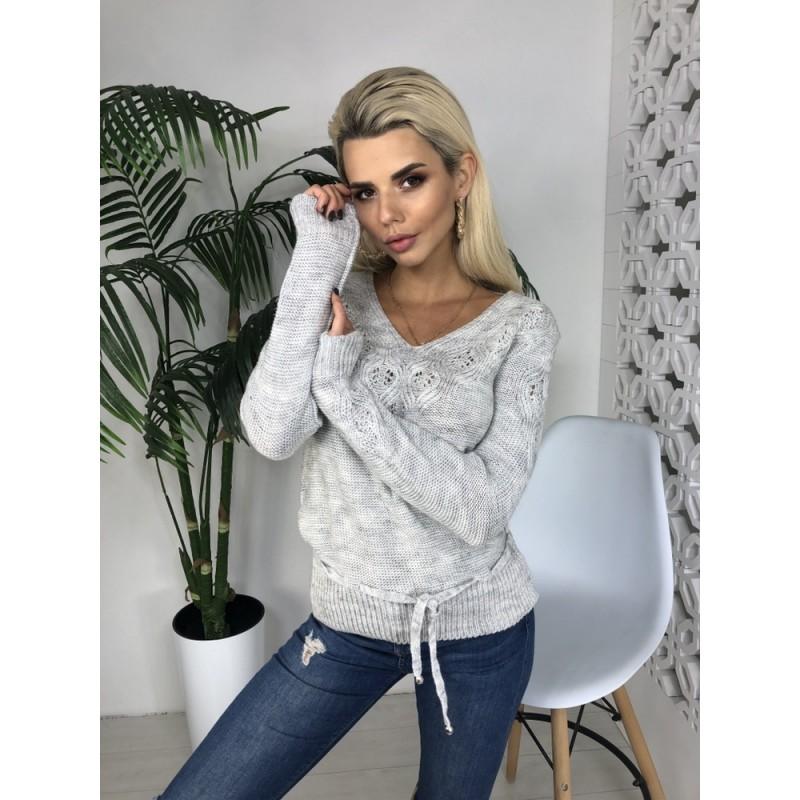 Вязаный свитер приталенного фасона со шнуровкой на поясе серый