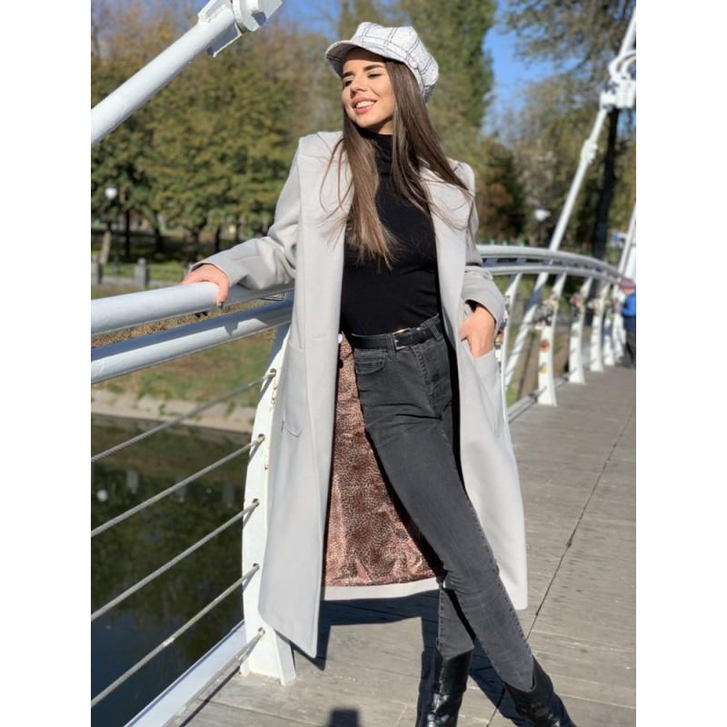 Пальто длинное прямое на двух пуговицах, с накладными карманами серый
