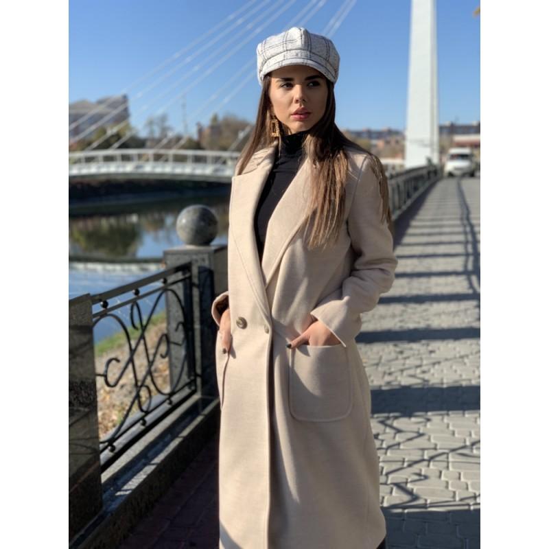 Пальто длинное прямое на двух пуговицах, с накладными карманами светлый беж