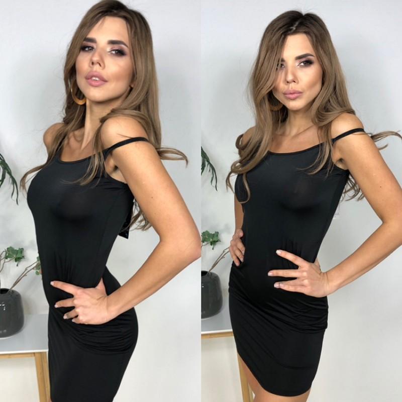 Платье по фигуре на тонких бретелях черное