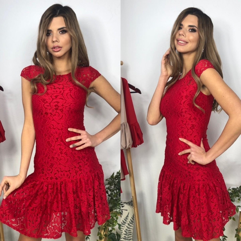 Платье из гипюра короткое с воланом по низу красное
