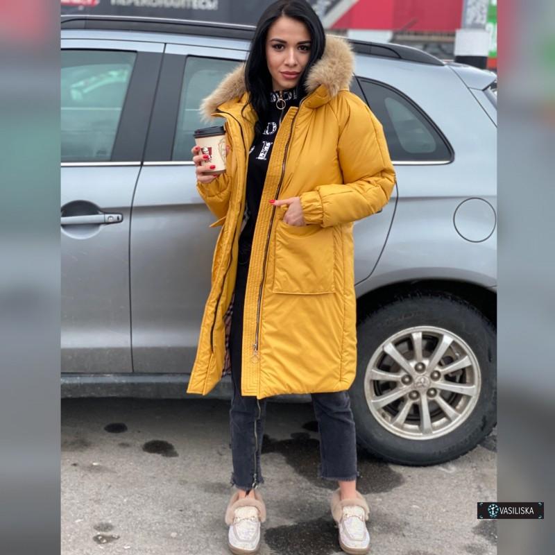 Куртка с накладными карманами с капюшоном с натуральным мехом горчичный