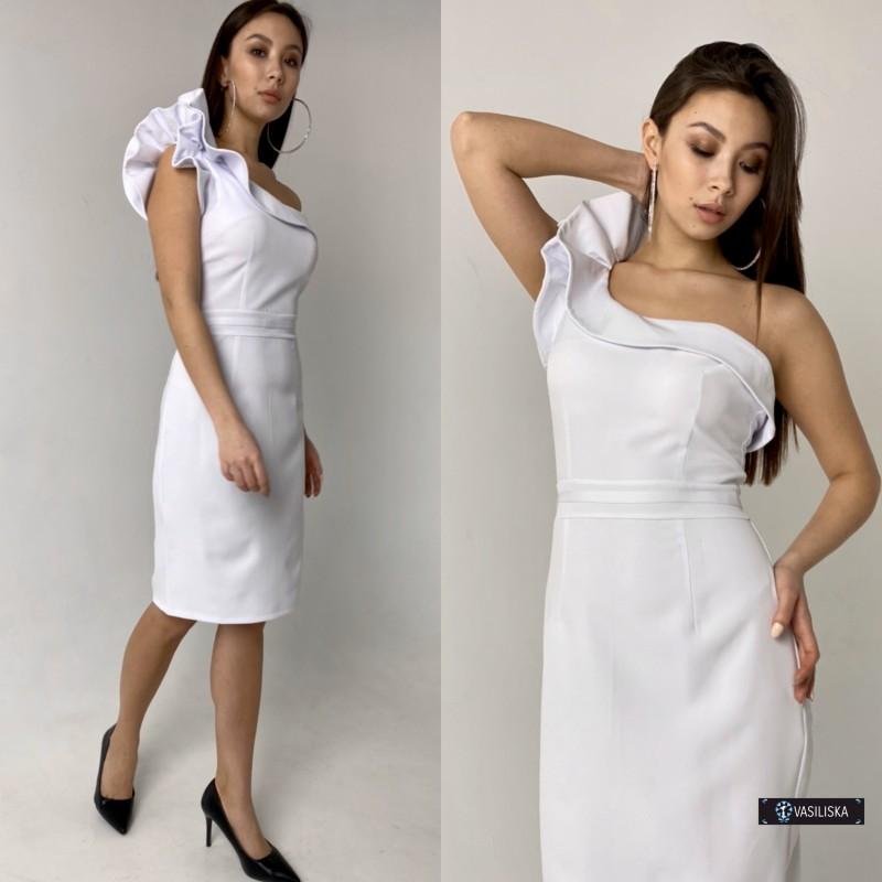Платье короткое на одно плече с воланом белое