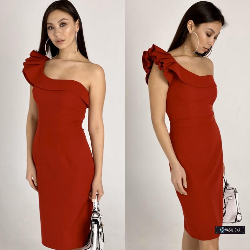 Платье короткое на одно плече с воланом марсала