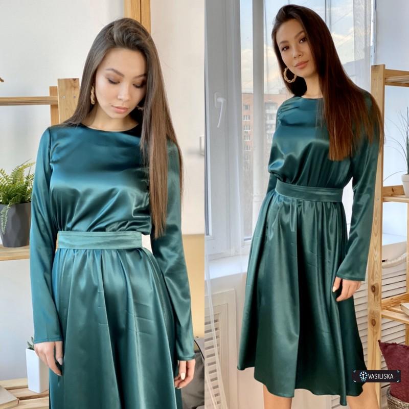 Платье миди отрезное по талии с поясом атласное изумрудное