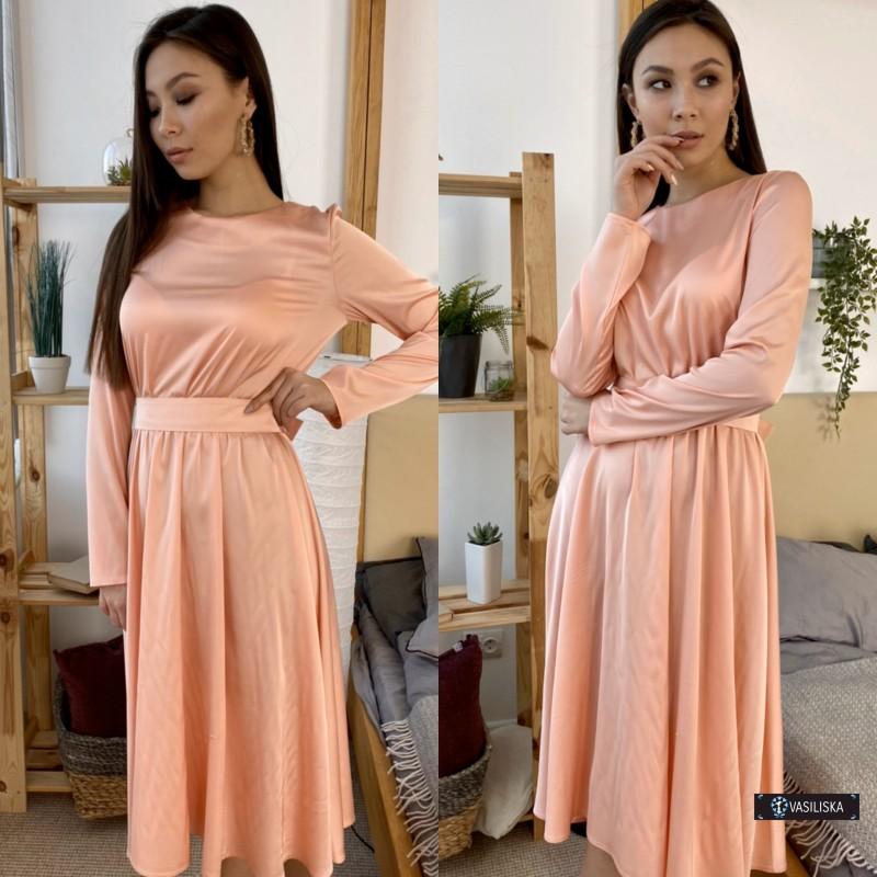 Платье миди отрезное по талии с поясом атласное персиковое