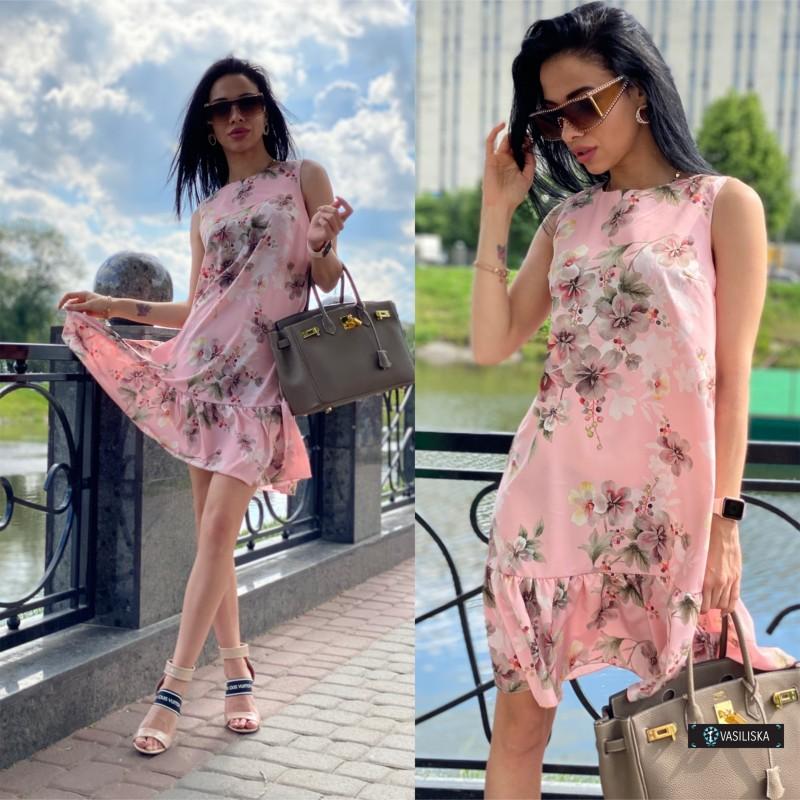 Платье без рукавов с воланом по низу персиковое с серыми цветами