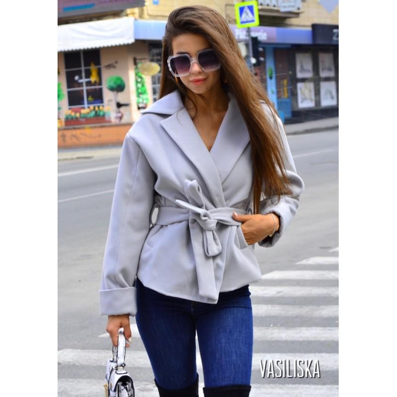 Полупальто с поясом и карманами серый