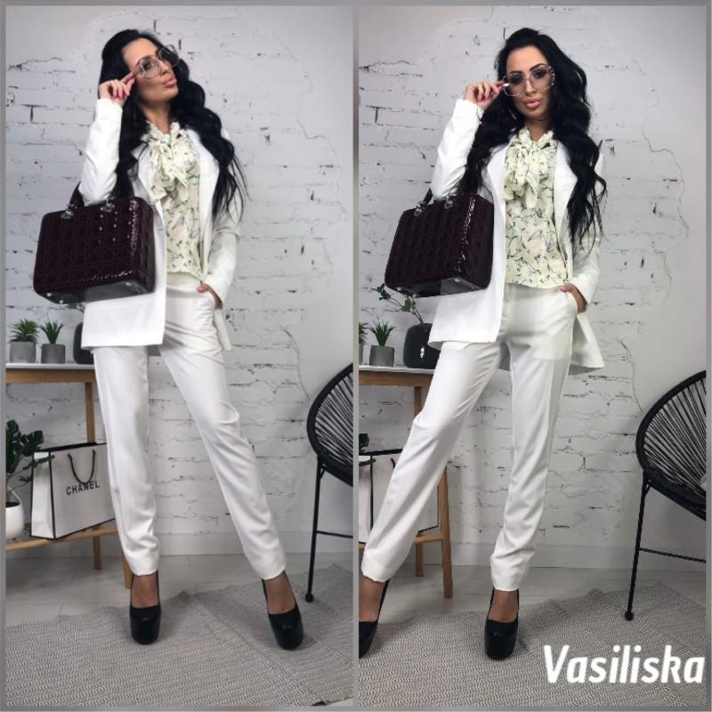 Брючный костюм удлиненный пиджак белый