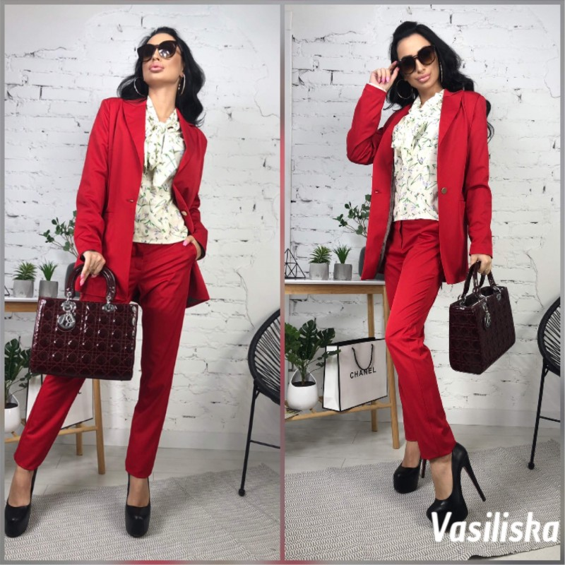 Брючный костюм удлиненный пиджак красный