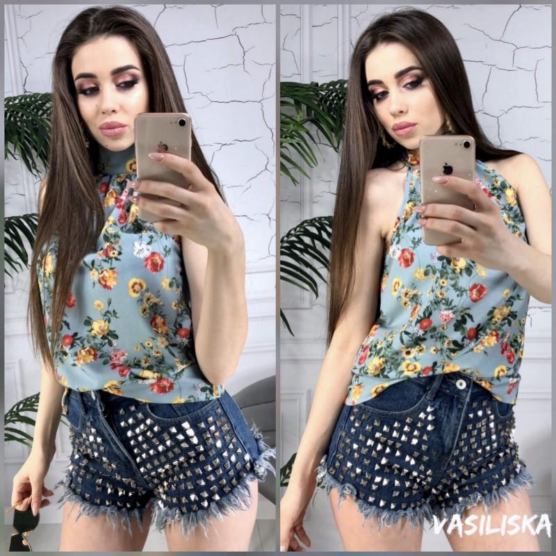 Блуза с воротником под горло без рукавов мелкие цветы на пепельно-голубом