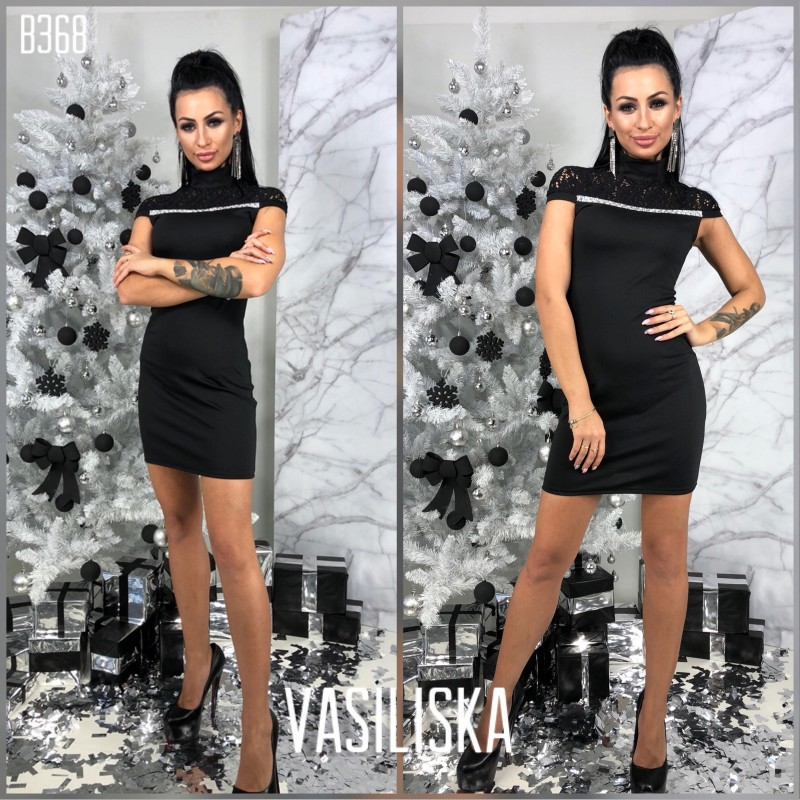 Маленькое черное платье с гипюром и стразами
