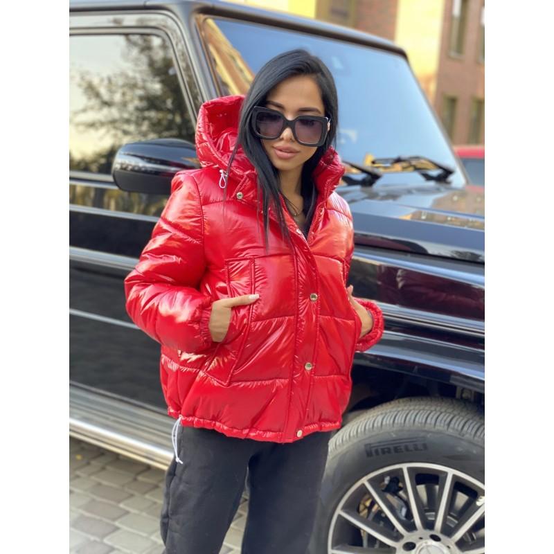 Куртка короткая на молнии с капюшоном красный лак