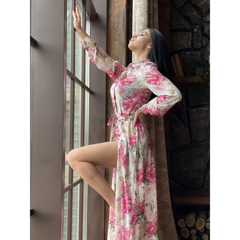 Платье-рубашка в пол на пуговицах с поясом молочного цвета принт большие розовые цветы