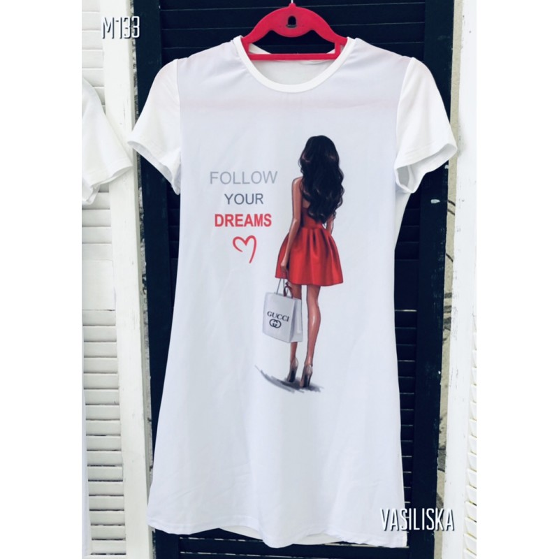 Платье-футболка Follow your dreams и девушка в красном платье белая