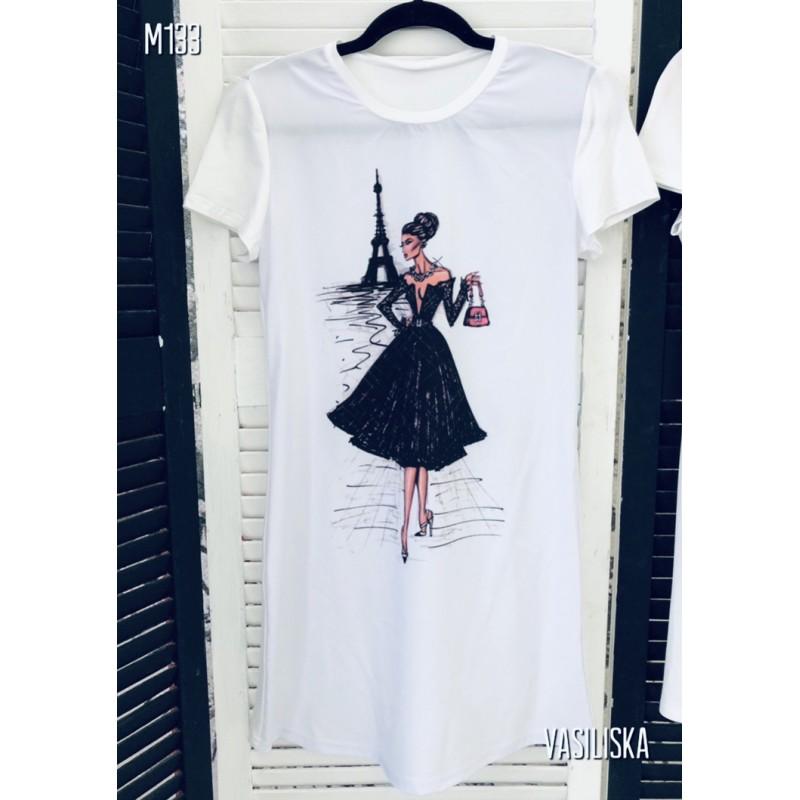 Платье-футболка Девушка в черном платье на фоне Эйфелевой башни белая