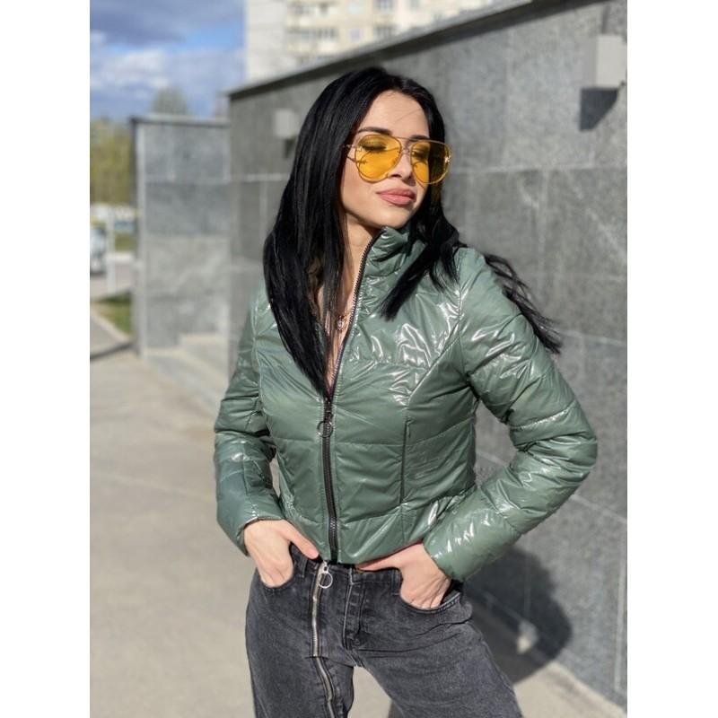 Куртка короткая с потайными кармана хаки лак