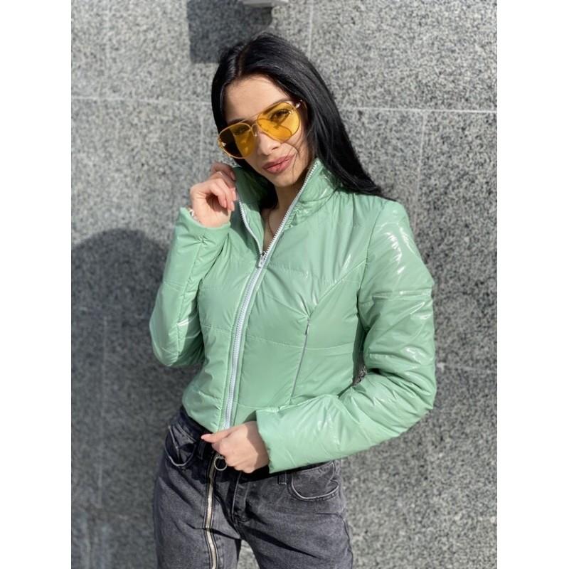 Куртка короткая с потайными кармана оливковая лак