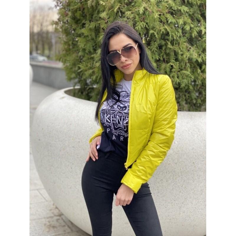 Куртка короткая с потайными кармана желтая лак